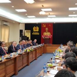 Bernd Lange zum Gespräch im Ministerium für öffentliche Sicherheit Vietnams.