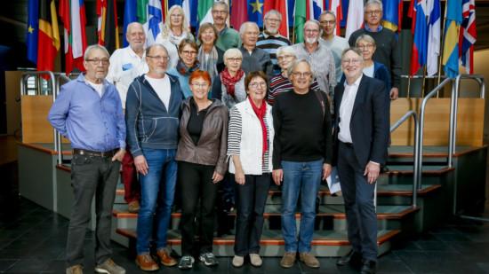 Bernd Lange mit GEW-Pensionär*innen aus Schaumburg beim Treffen in Straßburg.